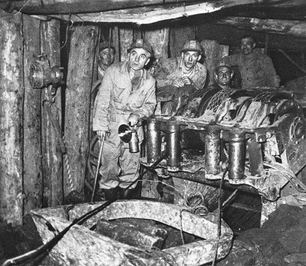 1947 - Rumelange (Lussemburgo) - Minatori italiani in una miniera di ferro