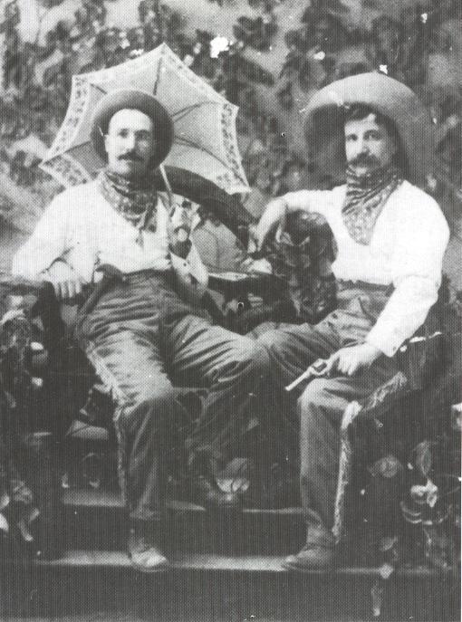 1910 - Oregon (USA) - Ritratto di Francesco Musetti di Pontremoli (Massa Carrara) con un amico, entrambi agricoltori a Portland