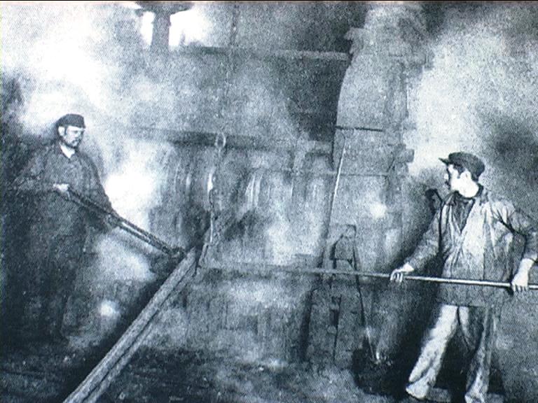 1890 - Villerupt (Francia) - Laminatori al lavoro in un'acciaieria