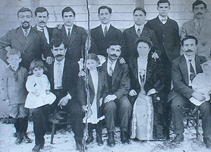 1910 - Pittston (Pennsylvania-USA) - Gruppo di emigranti di Nocera Umbra