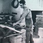 1959 - Nizza (Francia) - Emigrato umbro al lavoro in una falegnameria