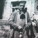 1951 - Liegi (Belgio) - Minatori all'ingresso di una miniera